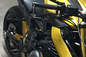 Kryt sedla  GFK - vrchní s Carbonem na moto Benelli TNT