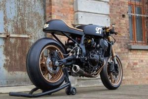 UNIversal CAFE RACER sedlo  GFK na moto Kawasaki Z750
