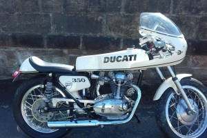 ukázka - UNI Polokapotáž 125-350cc, světlo, plexi šrouby, ořezané a navrtané plexi, držáky na světlo v kapotáži  na moto Ducati 350 Sebring 1966