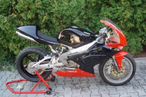 Plexi UNIVERSAL verze 1,2 - na Aprilia RS 125 06 kapotáži - motocykl Husaberg 650 Supermono