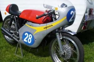 Díly Motoforza  - Nádrž verze 2 rovná , GFK se zátkou dodanou zakázníkem,sedlo, plexisklo, kapotáž na   Honda CB 350 500