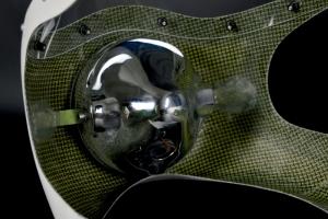 SET - polokapotáž PERFORMANCE, plexi předchystané (navrtané-uřízlé, plexi šrouby,), držáky světla v kapotáži, světlo 7palců