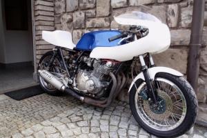 díly Motoforza - Plexi UNIVERSAL verze 4 na kapotáži Cafe racer (UNI polokapotáž Moto guzzi,Ducati atd.), uni přední blatník, sedlo Suzuki, - vše na Suzuki GS1000