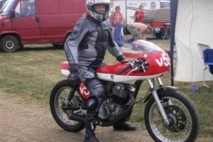 UNI Polokapotáž 125-250cc  GFK na motocyklu Yamaha XS500