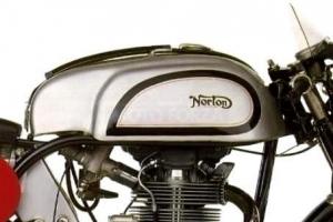 Norton Manx - Tank auf Motorrad