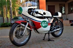 Yamaha TZ 250, 350 air parts Motoforza on bike Yamaha RD 250 1976