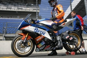 Parts on bike Yamaha YZF R6 2008-