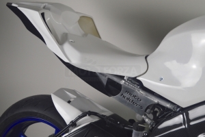 Yamaha YZF R6 2017- Race Seat closed SSP Design, GRP  - preview on bike with black seat undertray and Motoholders rear frame